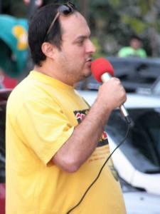 """Leo """"Mosquito"""" em fala de apoio do Núcleo PSOL SERRAMAR a Marcha da Maconha de Rio das Ostras 2013."""
